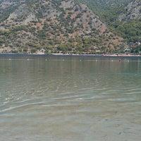 Das Foto wurde bei Ölüdeniz Sahil von Onur C. am 9/30/2012 aufgenommen