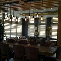 Foto tirada no(a) Tria Restaurant Cafe por Aynur B. em 6/2/2016