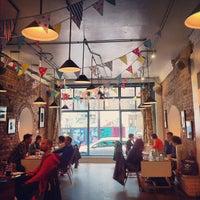 Foto scattata a The Book Club da Omaima A. il 10/24/2012