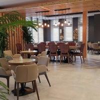 Foto diambil di Tria Restaurant Cafe oleh Aysun T. pada 6/15/2016