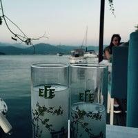 Das Foto wurde bei Fethiye Yengeç Restaurant von Yusuf T. am 8/22/2017 aufgenommen