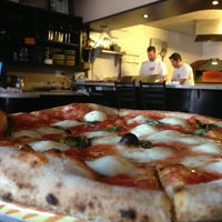 3/1/2013 tarihinde Brianziyaretçi tarafından Tony's Pizza Napoletana'de çekilen fotoğraf