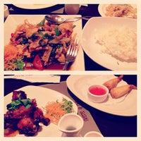 Foto diambil di Red Thai And Sushi oleh Alejandro L. pada 12/21/2013