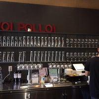 Foto tirada no(a) Hoi Polloi Brewpub & Beat Lounge por Michael F. em 5/24/2014
