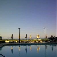 Снимок сделан в Sheraton Rhodes Resort пользователем Thibault d. 9/23/2012