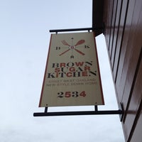Foto diambil di Brown Sugar Kitchen oleh Tony O. pada 12/15/2012