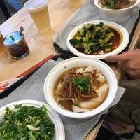 Foto scattata a Xi'an Famous Foods da Kimberly H. il 8/15/2018