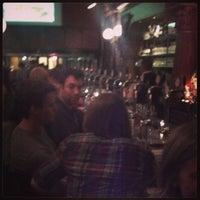 Foto tomada en Stoddard's Fine Food & Ale por Chad O. el 6/15/2013