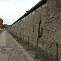 Das Foto wurde bei Baudenkmal Berliner Mauer von Minnis T. am 4/23/2013 aufgenommen