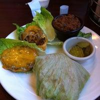 Foto tomada en Smokehouse Tailgate - Grill por Dash T. el 1/20/2013