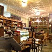Foto tirada no(a) Bridgeport Coffee Company por JustDwana em 12/7/2012