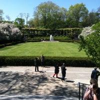 Foto tomada en Conservatory Garden por Scott C. el 5/4/2013