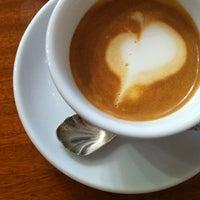 Снимок сделан в Parlor Coffee Roasters пользователем Natacha G. 1/19/2013