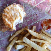 Photo prise au Bojangles' Famous Chicken 'n Biscuits par Olivia M. le9/22/2012