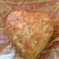 Photo prise au Bojangles' Famous Chicken 'n Biscuits par Olivia M. le2/14/2013