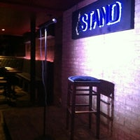 Photo prise au The Stand Restaurant & Comedy Club par Frani L. le9/13/2012