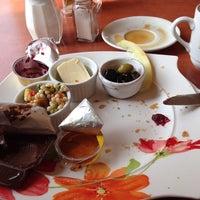 Das Foto wurde bei Caramel Café Bäckerei von Zerstör M. am 3/2/2014 aufgenommen