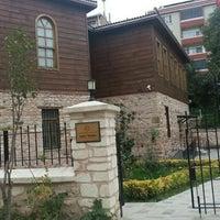 Das Foto wurde bei Sahn-ı Semân İslamî İlimler Eğitim ve Araştırma Merkezi von Rabia H. am 11/6/2015 aufgenommen