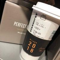 Foto scattata a Starbucks da Kathie H. il 9/3/2018