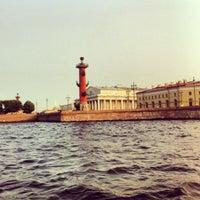 Снимок сделан в Стрелка Васильевского острова пользователем Andrey Kisa F. 7/9/2013