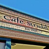 Foto tomada en Cafe Strudel por Todd G. el 11/25/2012