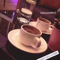รูปภาพถ่ายที่ Cratos Nargile Café โดย Meriç Y. เมื่อ 11/5/2018