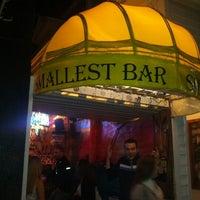 Foto tomada en Smallest Bar por Cesar R. el 11/30/2012