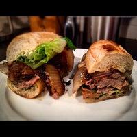 10/19/2012 tarihinde Frankziyaretçi tarafından Paseo Caribbean Food'de çekilen fotoğraf