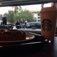Das Foto wurde bei Starbucks von Burak Ö. am 10/29/2015 aufgenommen
