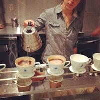 7/11/2013 tarihinde Tsunemi K.ziyaretçi tarafından Blue Bottle Coffee'de çekilen fotoğraf