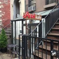 Foto tomada en Perk Kafe por NYCphotos el 8/3/2013