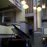 รูปภาพถ่ายที่ Frank Lloyd Wright's Unity Temple โดย oma t. เมื่อ 5/18/2013