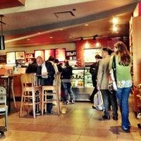 Снимок сделан в Starbucks пользователем xabirox U. 11/23/2012