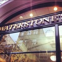 Foto tirada no(a) Waterstones por Kelly B. em 11/23/2012