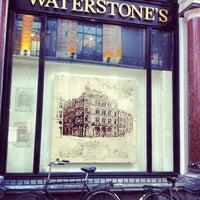 Foto tirada no(a) Waterstones por Kelly B. em 3/2/2013