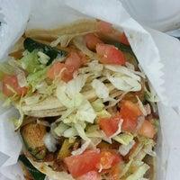 รูปภาพถ่ายที่ Junior's Tacos โดย Ryan G. เมื่อ 2/16/2014