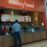 Снимок сделан в Mixing Bowl пользователем Thaddeus P. 5/15/2014