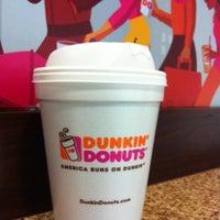 Das Foto wurde bei Dunkin' Donuts von Ahmed MQ am 5/4/2013 aufgenommen