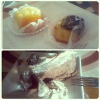 Foto tirada no(a) Cravo e Canela Confeitaria por Casal Gourmet em 11/22/2012