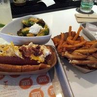 Photo prise au YEAH! Burger par Tracy M. le5/12/2013
