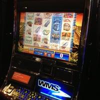 Das Foto wurde bei Casino Life von Ari W. am 4/14/2013 aufgenommen