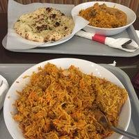 Das Foto wurde bei Bombay's Indian Restaurant von Parthiban S. am 8/16/2018 aufgenommen