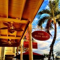 Foto tirada no(a) Rum Bar at the Speakeasy Inn por Lisa S. em 11/17/2012