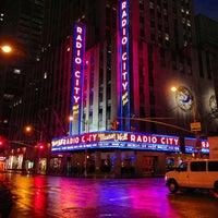 Das Foto wurde bei Radio City Music Hall von Kevin H. am 7/29/2013 aufgenommen
