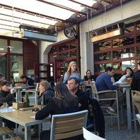 Das Foto wurde bei Leon's Full Service von Todd G. am 2/9/2013 aufgenommen