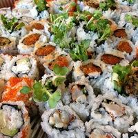 4/24/2013 tarihinde Niñaziyaretçi tarafından Sea Monstr Sushi'de çekilen fotoğraf