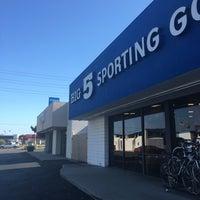 6/29/2016 tarihinde Roya👑 K.ziyaretçi tarafından Big 5 Sporting Goods'de çekilen fotoğraf