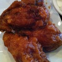 10/30/2012 tarihinde Gina T.ziyaretçi tarafından BonChon Chicken'de çekilen fotoğraf
