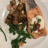 Foto tomada en Southridge Seafood Grill por Edward T. el 2/12/2018