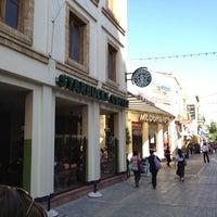 Foto tirada no(a) Starbucks por Madebeikin R. em 10/7/2012